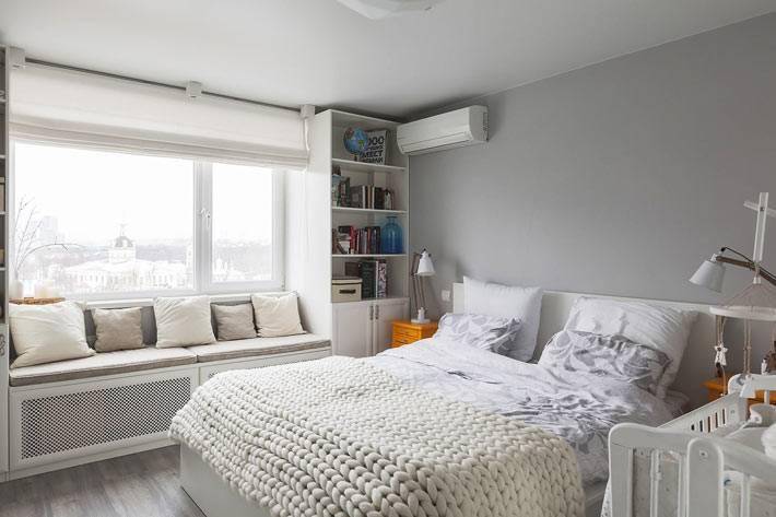 родительная спальня выдержана в ненавязчивом сером цвете