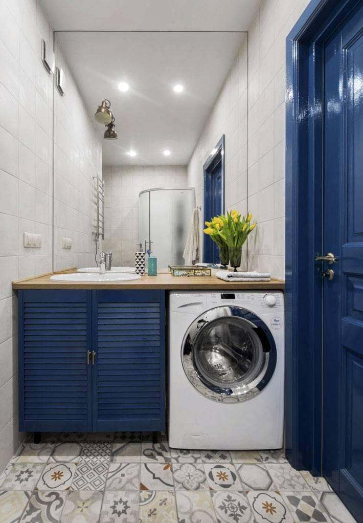 стиралка в ванной комнате под столешницей умывальника