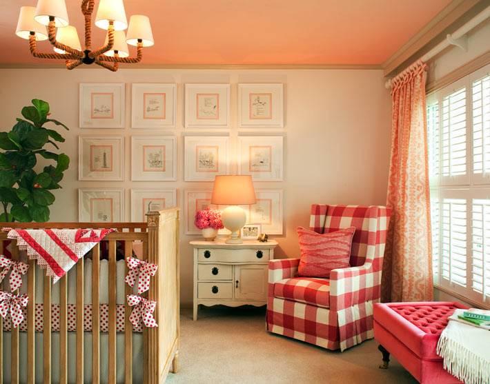 бежевая и персиковая палитра в оформлении детской комнаты