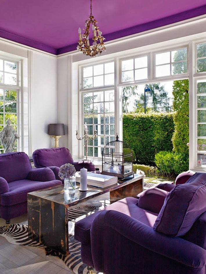 акцент на фиолетовый цвет в дизайне комнаты фото