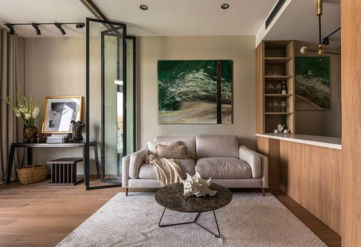 единое пространство для гостиной, кухни и столовой в квартире