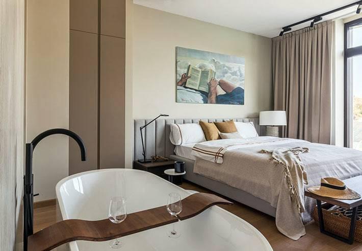 оригинальная идея - ванна в интерьере спальни фото
