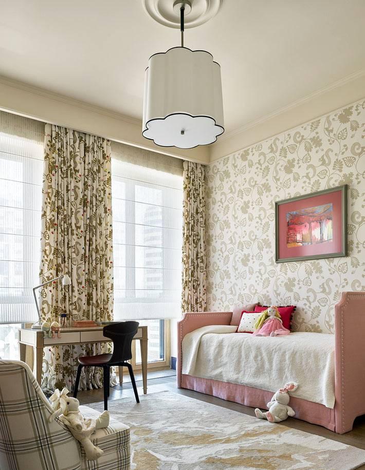 теплые розовые тона в оформлении детской комнаты девочки фото