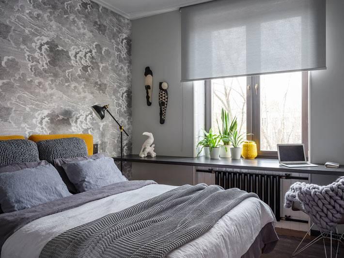 компактная расстановка мебели в маленькой спальне фото