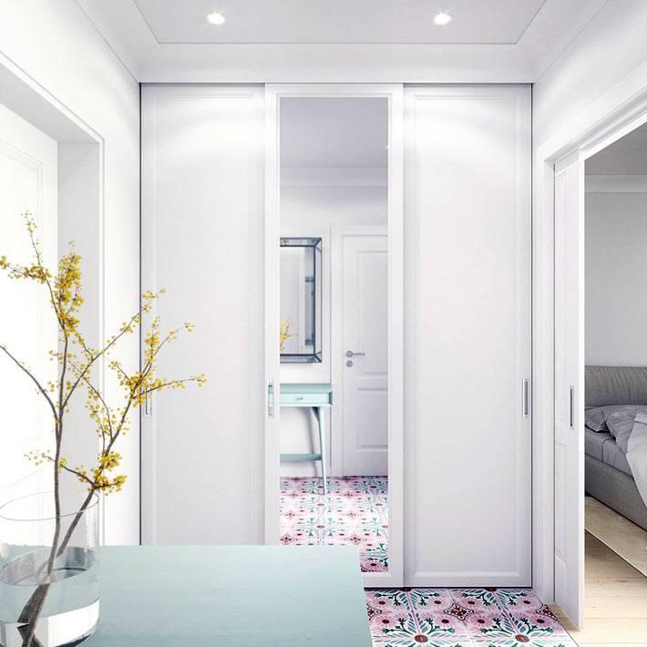 встроенный шкаф для одежды в прихожей однокомнатной квартиры