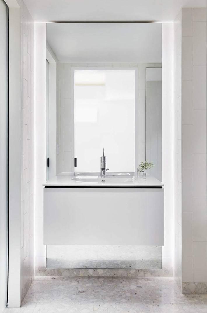 дизайн ванной комнаты выполнен в стиле минимализм