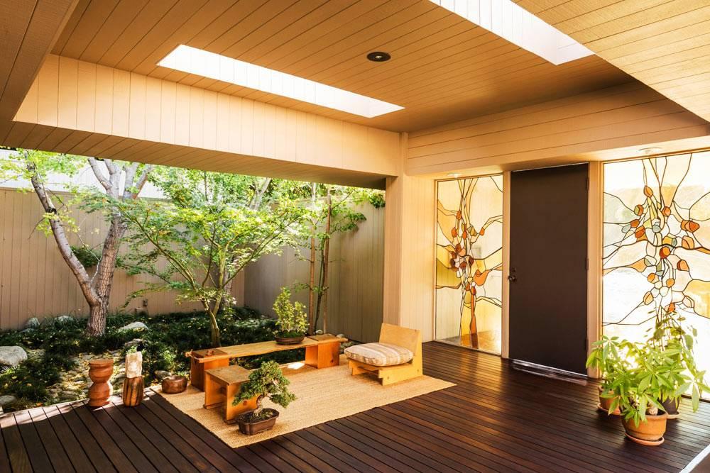деревянный дом с местом для чайных церемоний фото