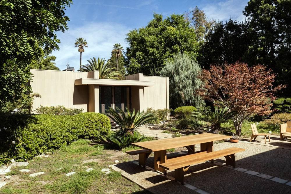 строгие линие и минимализм отличают этот дом в Калифорнии