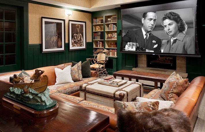 журнальный стол-сундук в комнате с домашним кинотеатром