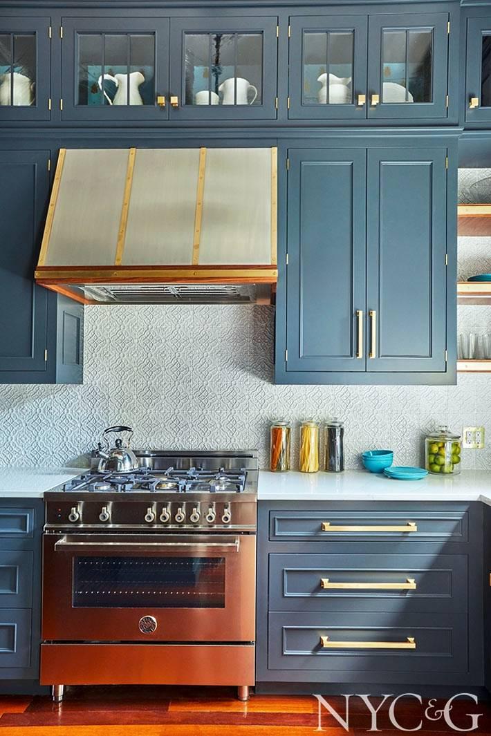 кухонные шкафчики и антресоли до потока серо-синего цвета