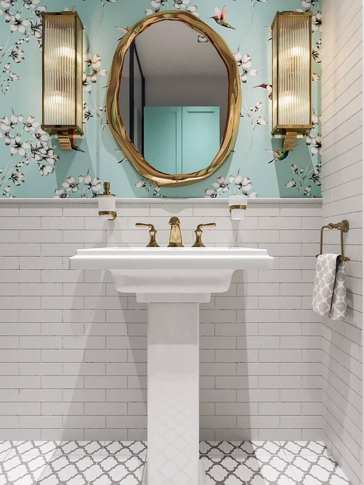обои цвета Тиффани в красивой ванной комнате
