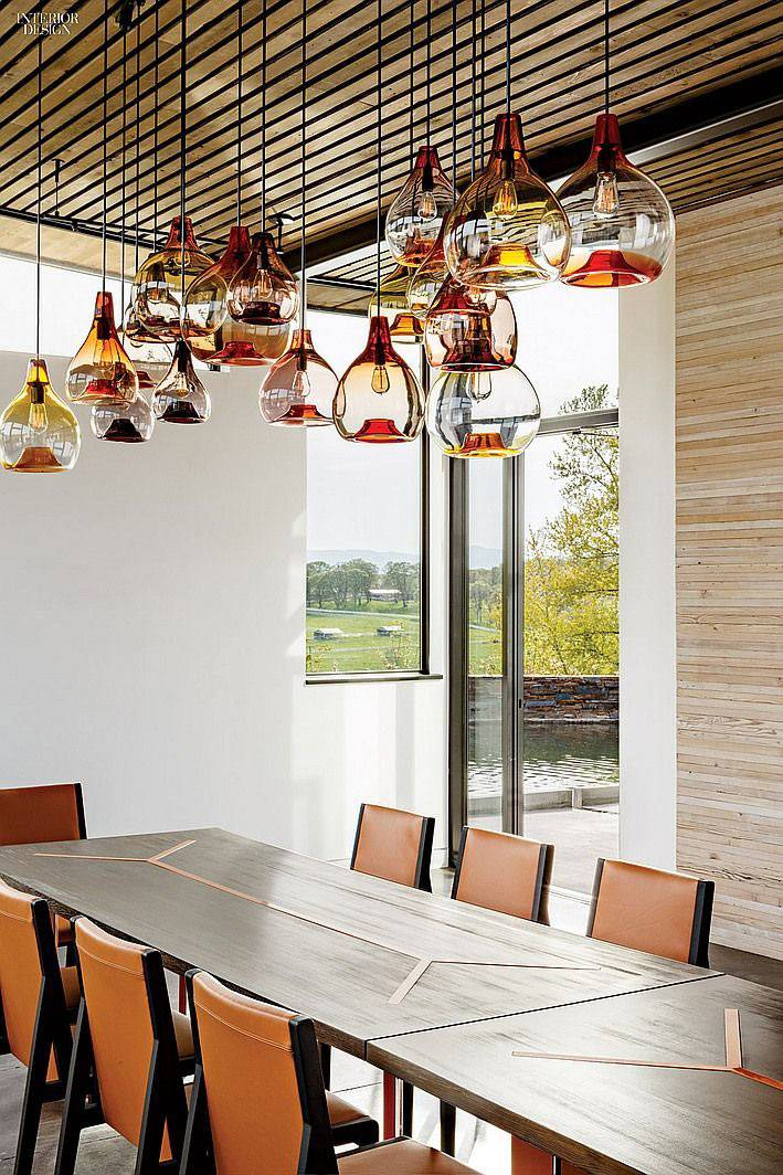 красивые прозрачные светильники из дутого стекла в комнате