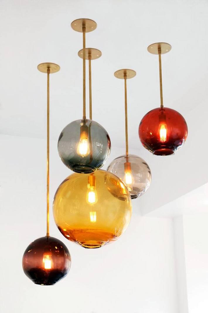 красивые выдувные светильники из красного и жёлтого стекла