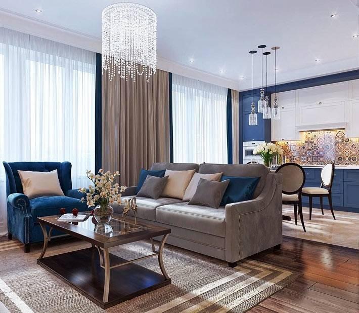 открытое пространство между гостиной и кухней синего цвета