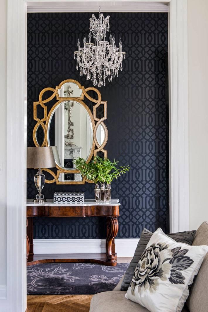 контрастная хрустальная люстра в черном интерьере комнаты