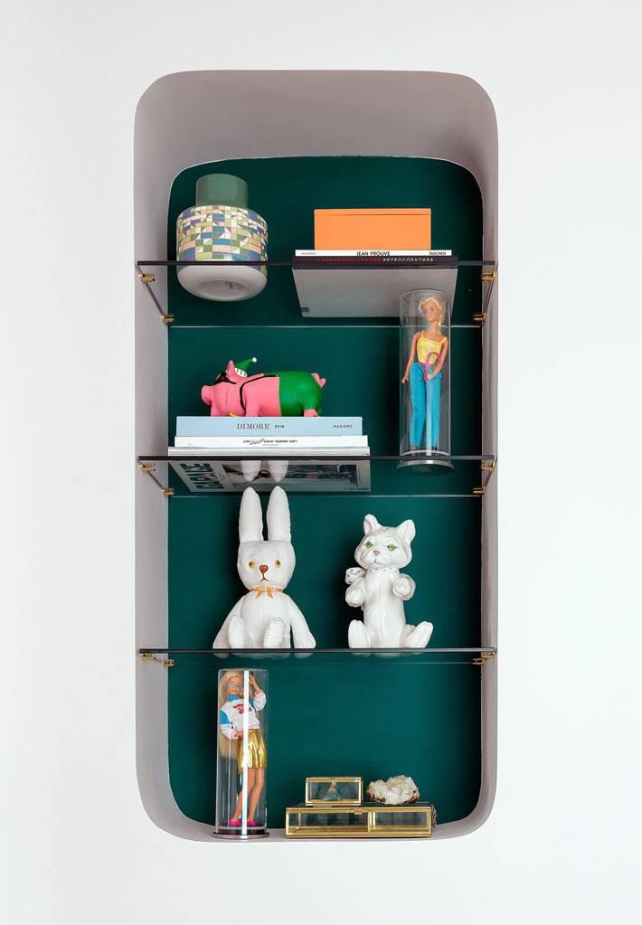 кукла Барби как главный декор в квартире для молодой девушки