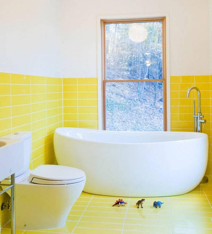 акцент на желтый цвет в ванной - солнечный интерьер