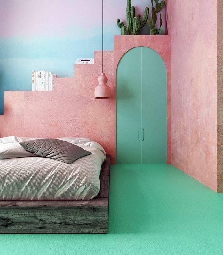 розовые ступеньки-лестница вместо полок в спальне над кроватью