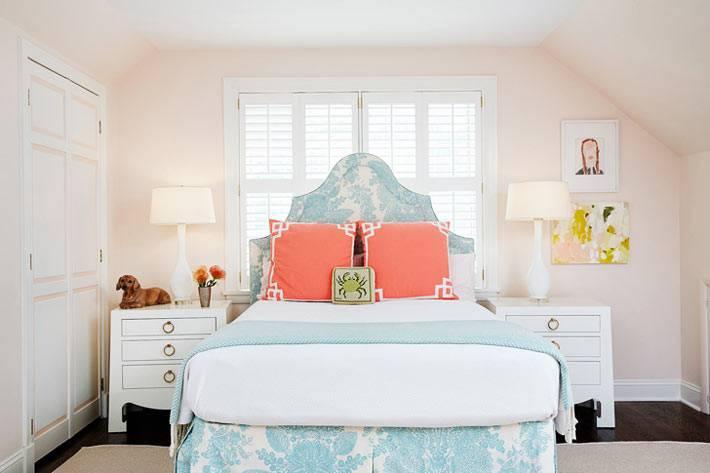нежно розовые и голубые оттенки в спальне подростка