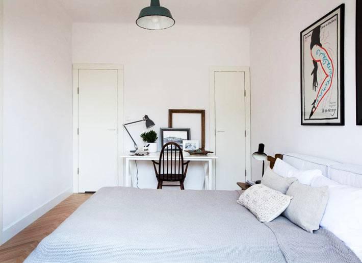 минимализм и белые стены в спальне фото