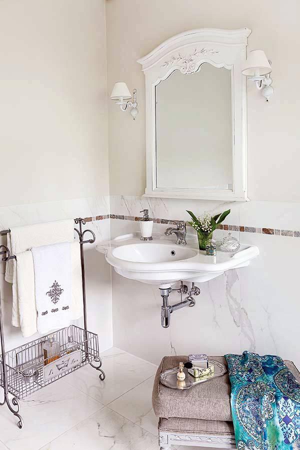 кованая вешалка для хранения полотенец в ванной