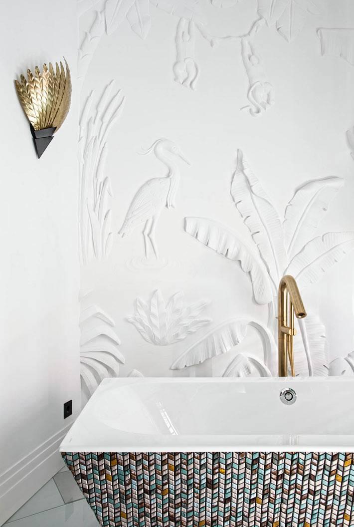 стильный умывальник-раковина с узорами в ванной комнате