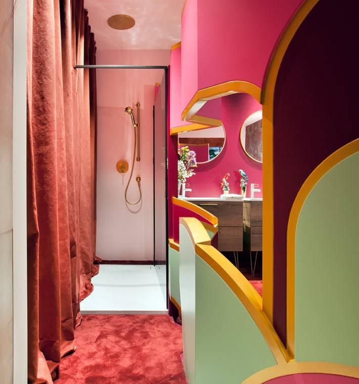 гламурный уголок розового и зеленого цвета в ванной