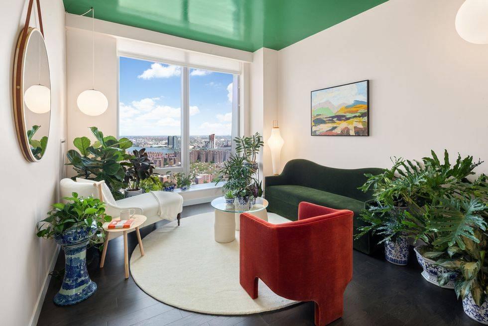 бархатная мебель для квартиры - зелёный диван и красное кресло