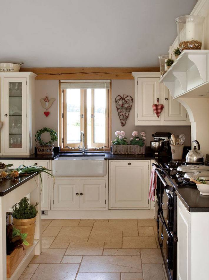 черно-белый дизайн кухни в деревенском стиле фото