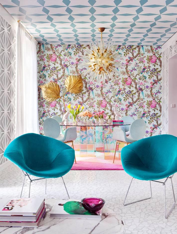 акцентная стена с цветочными узорами - яркое пятно в комнате