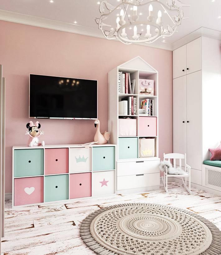 детская мебель пастельных цветов - белого, розового и зеленого