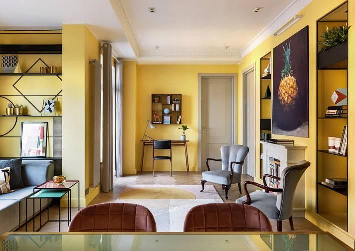 большая гостиная со свободной планировкой в квартире фото