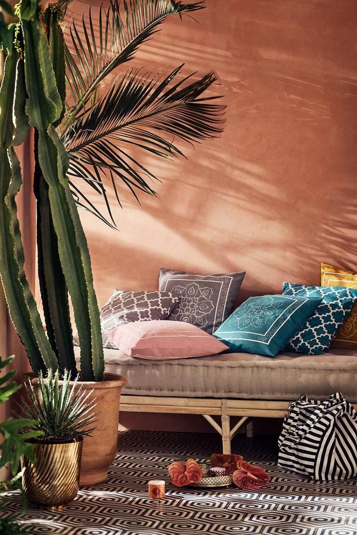 марокканские мотивы на подушках и декоре