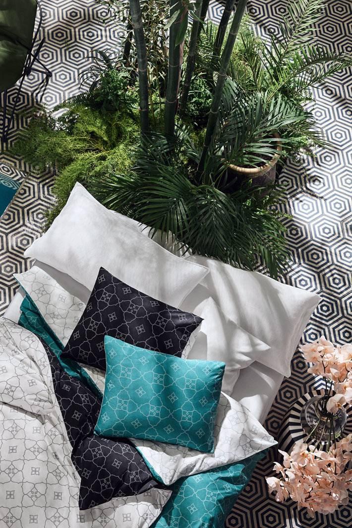 бирюзовый, черный и белый текстиль H&M Home для спальни