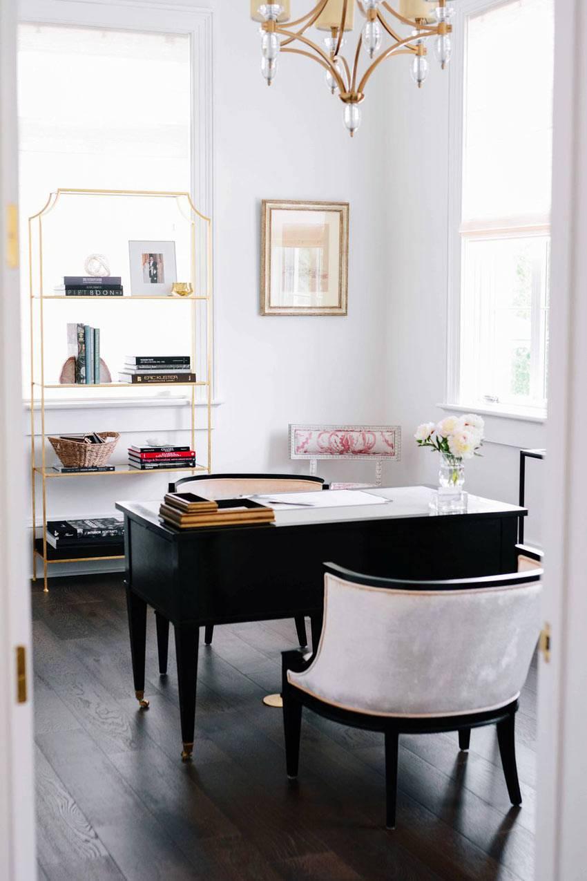 женский домашний офис в черно-белом стиле