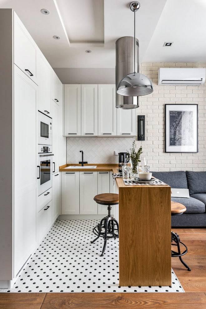 открытая маленькая кухня в однокомнатной квартире фото
