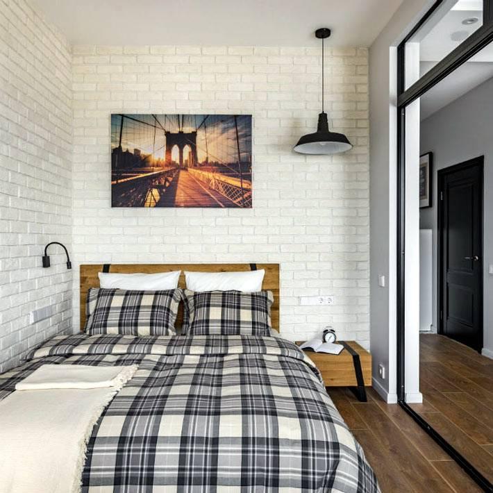современное оформление маленькой спальни за стеклянной перегородкой