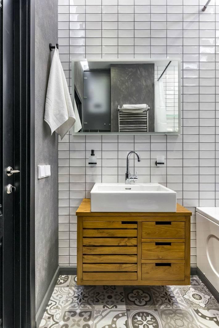 тумба из светлого дерева под белым квадратным умывальником в ванной