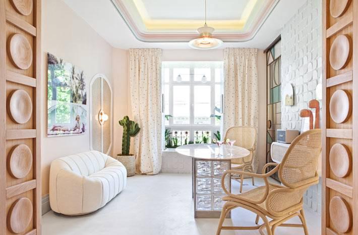 необычный дизайн спальни с плавными линиями фото