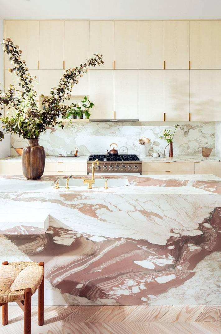мраморный кухонный остров - роскошь в интерьере кухни