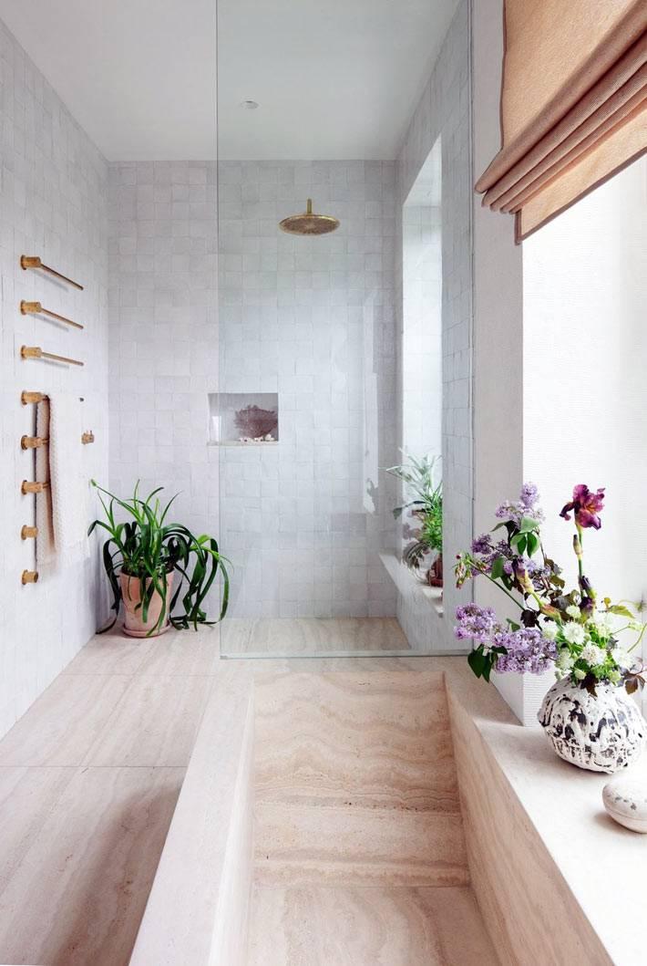 цветы на подоконнике в ванной комнате фото