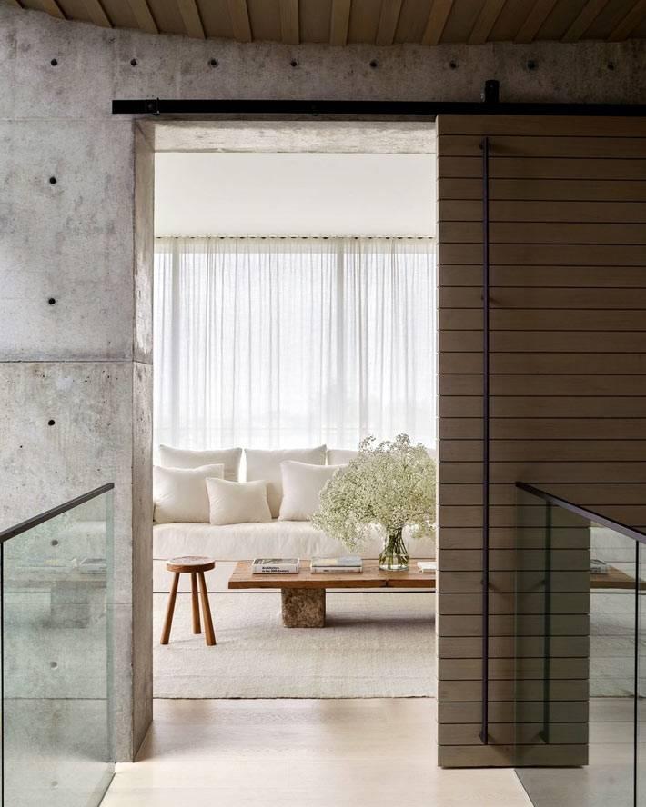 Мягкая, светлая мебель придает уюта дому