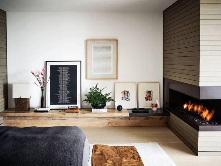 угловой современный камин в гостинной комнате