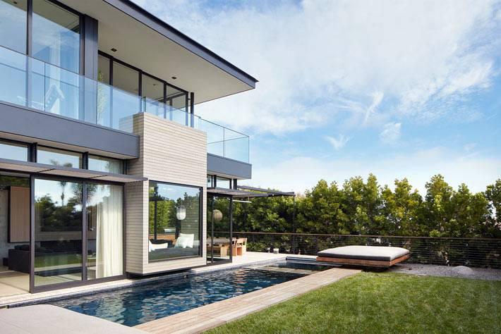 современный дом в Лос-Анджелесе с бассейном