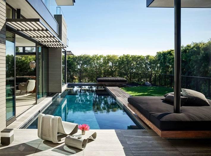 басейн у дома, отдых у дома, футуристический шезлонг