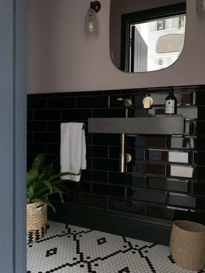 черная плитка под кирпич в дизайне санузла