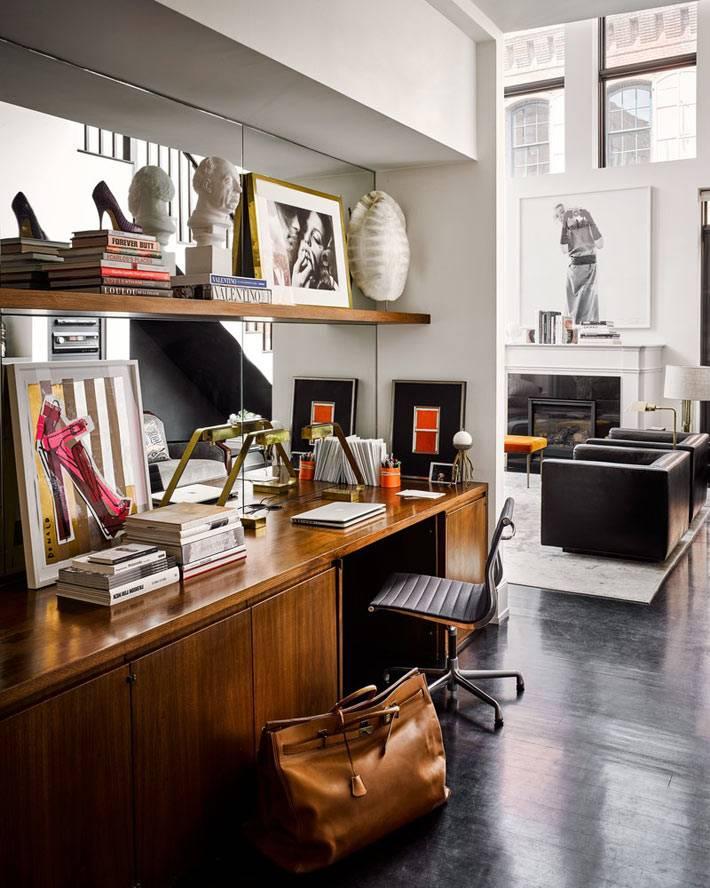 классический стол-тумба выполняет роль рабочего стола фото