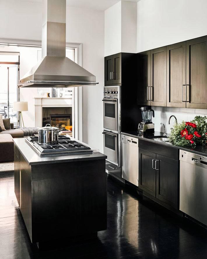 подвесная вытяжка над кухонным островом фото