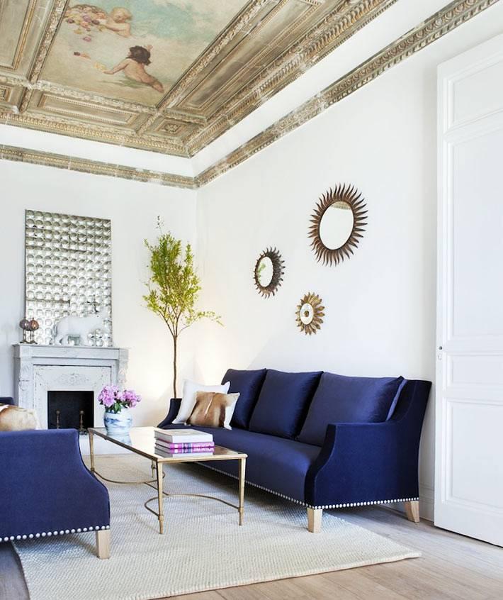 потолок в гостиной, расписаный в старинном стиле фото