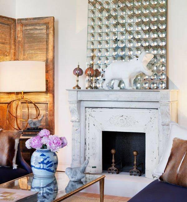 старая деревянная ширма, белый декоративный камин, китайская ваза